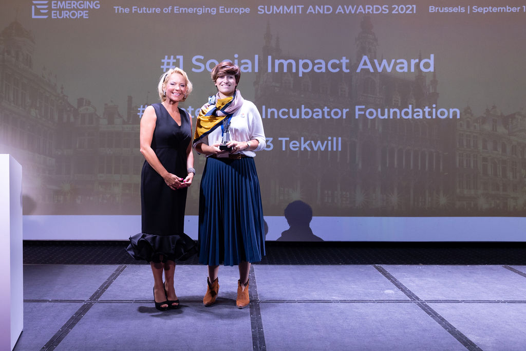 Ana Janosev with BBC presenter Kasia Madera when SIA takes gold at the Future of Emerging Europe Awards 2021